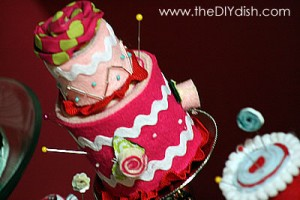 """How to Make a Double-Layer Cake Pin Cushion"""